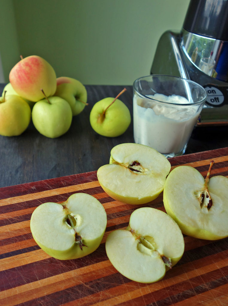 Tart and creamy with just a bit of spice, this smoothie tastes like apple pie a-la-mode. Enjoy for breakfast, an afternoon snack or healthy dessert. It's delicious!